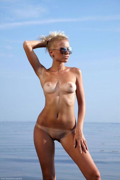 Beautiful Nude free